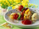 Gebratene Würstchen-Gemüsespieße Rezept