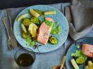 Gedämpftes Lachsfilet auf Schmorgemüse Rezept