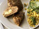 Gefüllte Fleischpflanzerl mit Gurkensalat Rezept