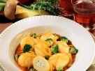 Gefüllte Kartoffeln mit Tomatensauce Rezept