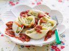 Gefüllte Nudeln mit Tofufüllung und Tomatensoße Rezept