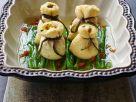 Gefüllte Tofubeutelchen auf Bohnen Rezept