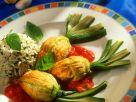 Gefüllte Zucchiniblüten mit Tomatensauce Rezept