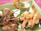 Gegrillte Fleisch- und Garnelenspieße Rezept