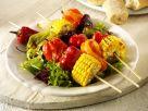 Gegrillte Gemüsespieße mit Blattsalat Rezept