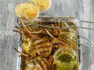 Gegrillte Lammchops mit Kräutersoße und herzhaften Muffins Rezept