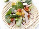 Gegrillte Weizentortilla mit Kalbfleisch, Melonenchutney und Senfspinat Rezept