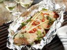 Gegrillter Lachs in Folie mit Zitronengras und Chili Rezept