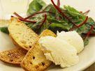 geiester Camenbert mit Röstbrot und Mangoldsalat Rezept