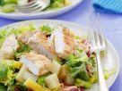 Gemischter Blattsalat mit Kartoffeln und panierter Hähnchenbrust Rezept