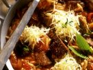 Gemüse-Lamm-Pfanne auf griechische Art mit Nudeln und Käse Rezept