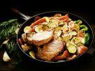 Gemüsepfanne mit Schweinekoteletts Rezept