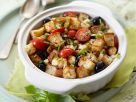 Geröstete Brotwürfel mit Tomaten und Knoblauch als Auflauf Rezept
