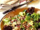Geschwenkte Champignons und Tomaten auf Blattsalaten Rezept