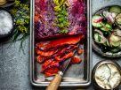 Graved Lachs mit schwarzen Johannisbeeren und Blinis Rezept