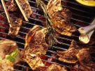 Grillrost mit Lammkoteletts und T-Bonesteaks Rezept