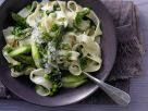 Grüne Gemüse-Pasta mit Spinat, Spargel und Erbsen Rezept