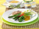Grüner Spargel mit Chili-Aprikosensauce und Kalbssteak Rezept