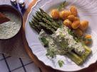 Grüner Spargel mit Kräutersoße und Kartoffeln Rezept