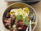 Gulasch vom Schweinefilet mit Mandeln dazu Nudeln Rezept
