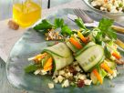 Gurkenröllchen auf Blumenkohlsalat Rezept