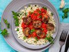 Hack-Kräuter-Bällchen mit scharfer Ratatouillesauce und Reis Rezept