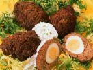 Hackbällchen mit Eiern gefüllt Rezept