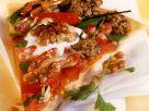 Hackfleisch-Pizza mit Granatapfelkernen Rezept