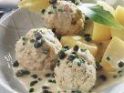 Hackfleischbällchen in Kapernsoße mit Kartoffeln (Königsberger Klopse) Rezept
