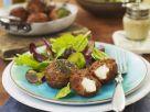 Hackklößchen mit grünem Salat Rezept