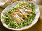 Hähnchenbrust auf Gemüsesalat Rezept