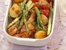 Hähnchenkeulen mit kleinen Kartoffeln, Cherrytomaten und grünem Spargel Rezept