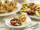 Häppchen aus Blätterteig mit Nüssen und Salat Rezept
