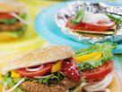 Hamburger und Gemüsepäckchen vom Grill Rezept