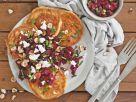 Herzhafte Reis-Pfannkuchen mit Roter Bete, Feta und Haselnüssen Rezept
