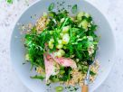 Hirsesalat mit Räucherforelle, Rucola und Gurke Rezept