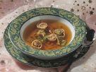Hühnerbrühe mit Kräuterflädle und Gemüsejulienne Rezept