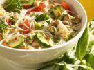 Hühnersuppe mit Gemüse, Nudeln und grünem Pesto Rezept