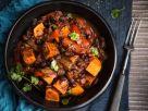 Jerk-Curry mit Süßkartoffel und schwarzen Bohnen Rezept