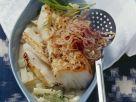 Kabeljau in Senfmarinade mit Kohlrabi und frittierten Zwiebeln Rezept