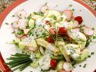 Käse-Radieschen-Salat mit Schnittlauchvinaigrette Rezept