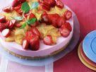 Käsekuchen mit Erdbeeren und Sternfrucht Rezept