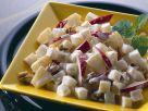 Käsesalat mit Ananas, Äpfeln und Nüssen Rezept