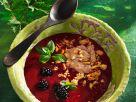 Kalte Beerensuppe mit Schoko-Nuss-Quark Rezept