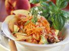 Karotten-Pfirsich-Salat mit Pinienkernen Rezept