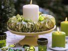 Kerzenring aus Apfelscheiben mit grünem Baumschmuck Rezept