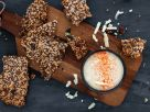 Keto-Cracker mit pikantem Käsedip Rezept