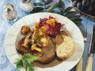 Keule vom Dammhirsch mit Rotweinsoße und Pilzen dazu Böhmischer Knödel Rezept
