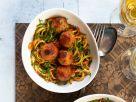Kichererbsenbällchen auf Zucchininudeln Rezept