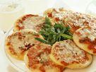 Kleine Pizza und Rucolasalat Rezept